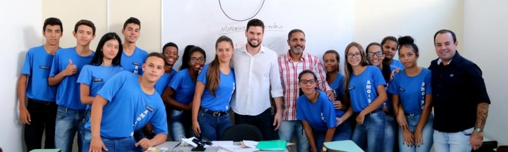Prefeito Lucas Pocay faz aula inaugural para os jovens da Associação Mirim